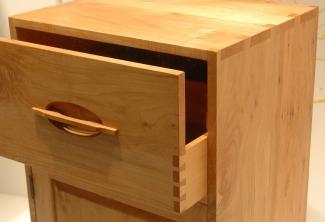 bathroom-case-hand-carved-dovetail-details