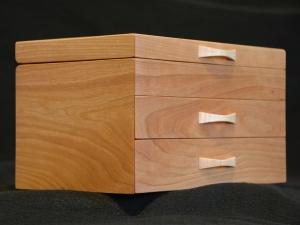 American-Cherry-Big-Leaf-Maple-Jewelry-Box-angled