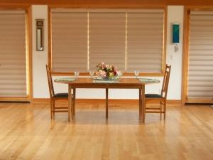 Oregon-White-Oak-Extension-Table-w-place-setting
