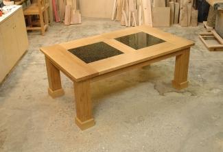 Oregon-White-Oak-Granite-Table-Closed