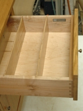 Drawer-w-2-dividers